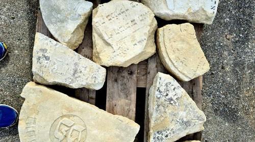 Jüdische Grabsteinfragmente in Deutschkreutz  aufgefunden