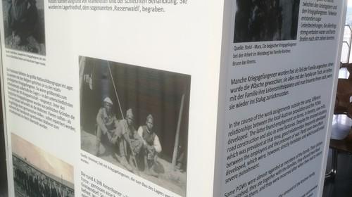 """Kremser HLF SchülerInnen stellen das """"mobile Gedenkobjekt STALAG XVII B"""" her."""