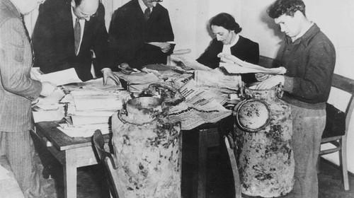 """Ausstellung """"Verfolgen und Aufklären. Die erste Generation der Holocaustforschung"""""""
