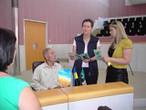 Der ehemalige Zwangsarbeiter Nikolaj Skripnik wird im Landhaus in Bregenz empfangen