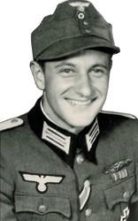 Hermann Gmeiner als Soldat (SOS-Kinderdorf Innsbruck).jpg
