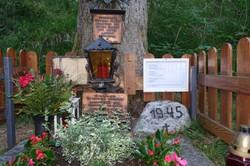 4 Gedenksttätte Imst mit Zusatztafel (Foto Barbara Heltschl und Andreas Wohlfarter)