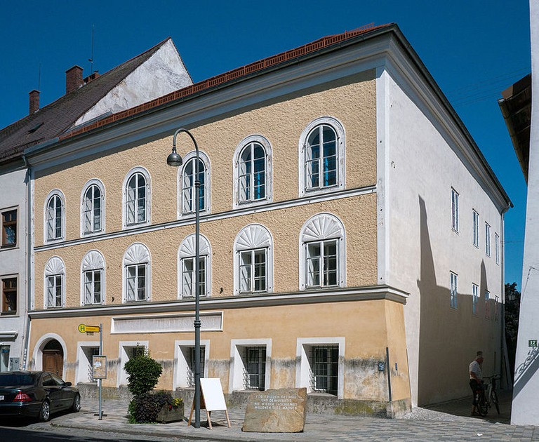 Hitlers Geburtshaus in Braunau (Foto: Ledl, CC-BY-SA 4.0) )