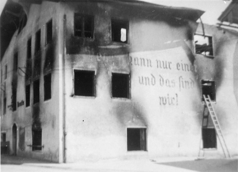 Ausgebrannte Kreisleitung in Reutte (Foto: Archiv Marktgemeinde Reutte)