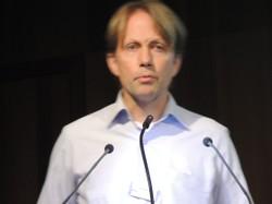 Cord Pagenstecher aus Berlin gab bei seiner Eröffnungsansprache einen Überblick über NS-Zwangsarbeit