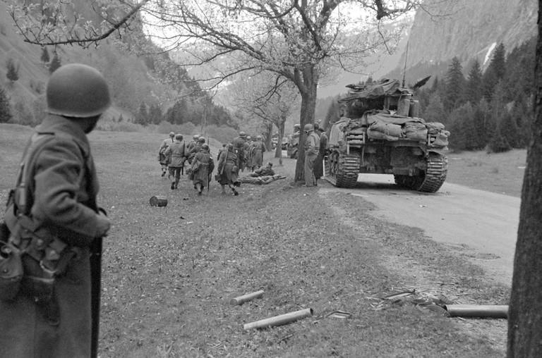 Französische Truppen zu Kriegende 1945 im Klostertal  (Bildquelle ECPA  Paris).jpg