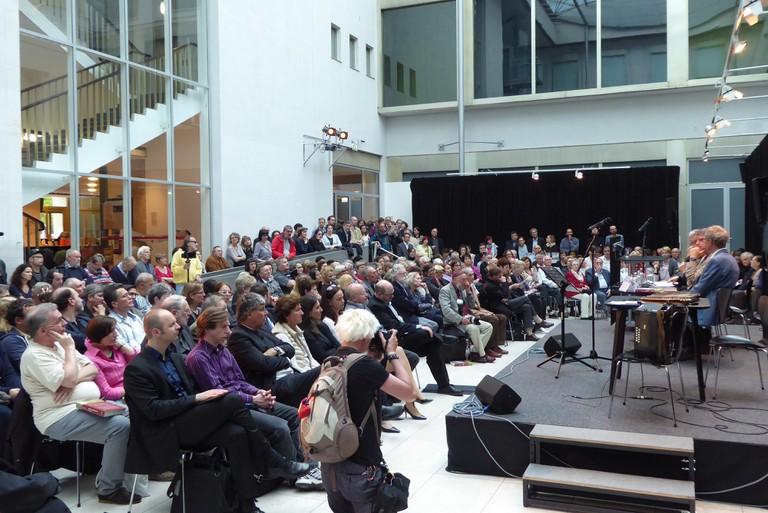 Mehr als 250 Interessierte kamen zur Buchvorstellung.