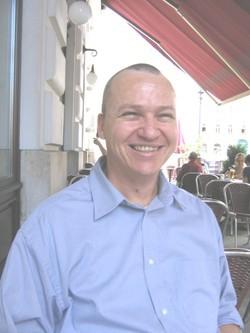 Yariv Lapid. Seit dem Jahre 2007  baute er die Vermittlung an der Gedenkstätte Mauthausen auf.