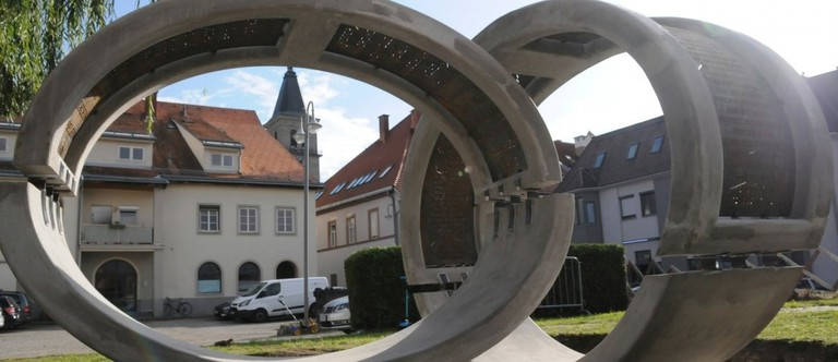 Zwei Ringe erinnern an die ausgelöschten jüdischen Gemeinden von Judenburg.