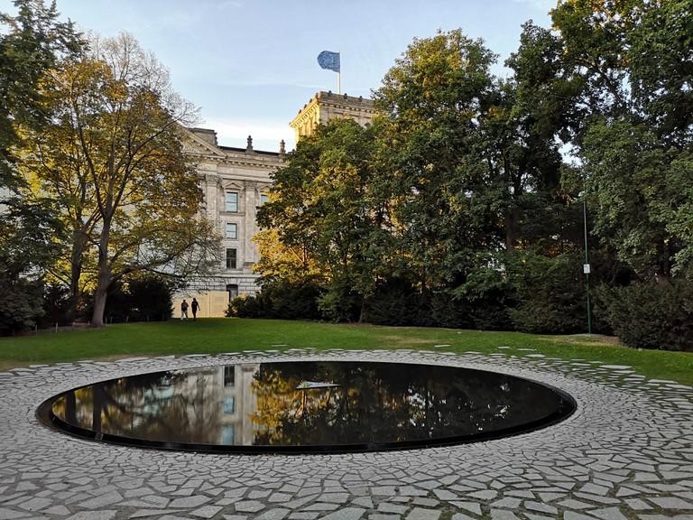 Das Berliner Denkmal für die im Nationalsozialismus ermordeten Sinti und Roma Europas.