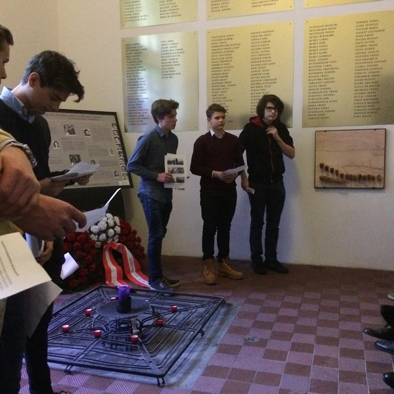 Wiener SchülerInnen gedenken der Annexion Österreichs. (Foto Martin Krist)