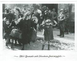 """""""Mit Gewalt aus Bunkern hervorgeholt"""" - Das Bild des Jungen aus dem Warschauer Getto eines unbekannten Fotografen aus dem April /Mai 1943 ist wohl eine """"Ikone"""" - die meisten Referenten bezogen sich in der Tagung auf dieses Bild. Warum gerade dieses Bild eine """"Ikone"""" ist, war Gegenstand ausführlicher Debatten."""