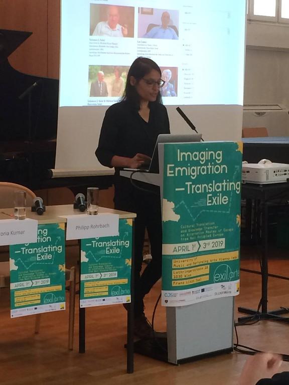 Victoria Kumar auf einer Exil-Tagung in Wien (2019)