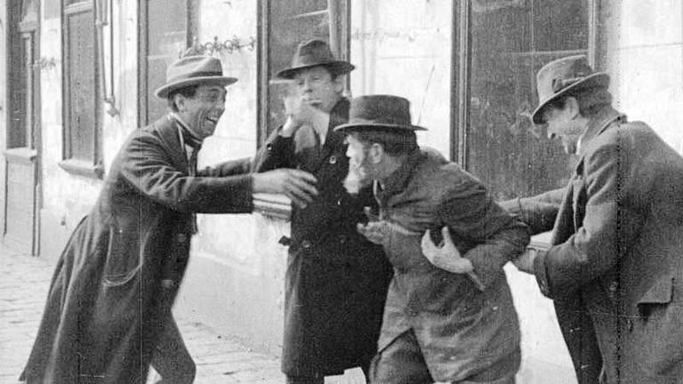 Ausschreitungen gegen Juden, eine Filmszene von 1924.  (© Filmarchiv Austria)
