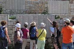 """Vor den """"Tafeln der Gerechten"""", Yad Vashem"""