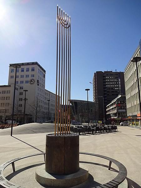 Pogromdenkmal am Eduard-Wallnöfer-Platz in Innsbruck, errichtet 1997