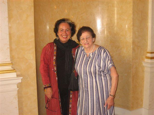 Nomi Meron (re) bei der Überreichung des Goldenen Ehrenzeichens der Republik Österreich. Neben ihr Elisabeth Streibel. Sie traf die Preisträgerin mehrmals bei den Seminaren von _erinnern.at_ in Jerusalem.