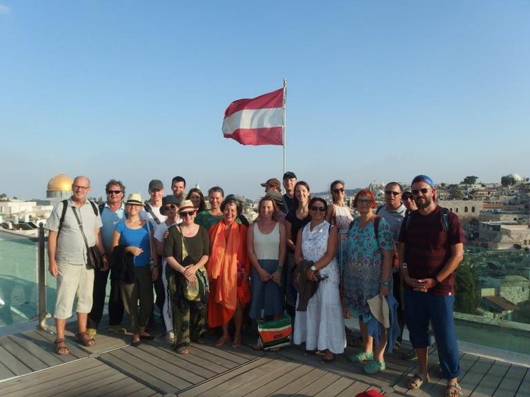 Die TeilnehmerInnen des 31. Israel-Seminars am Dach des österreichischen Hospiz in Jerusalem.
