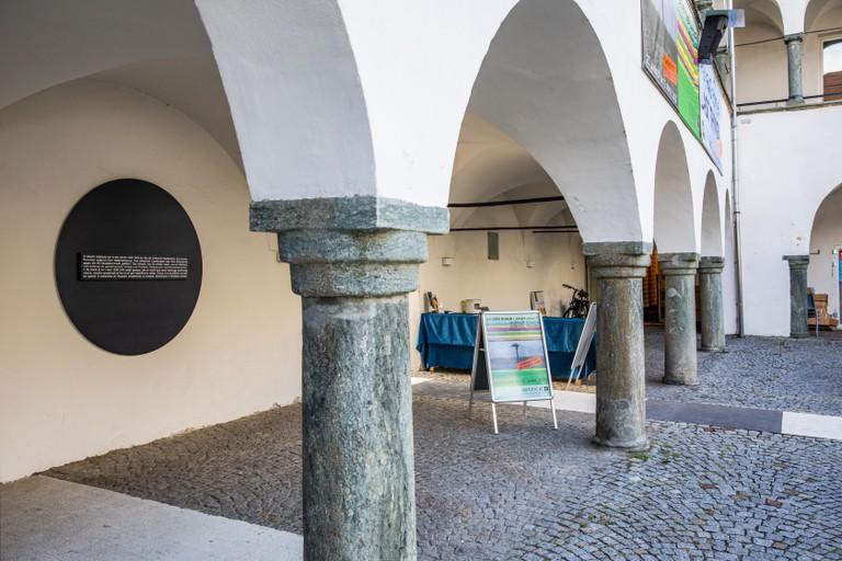 Die Gedenktafel im Burghof Klagenfurt. Foto Madlin Peko