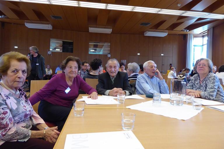 Marko Feingold am ZeitzeugInnen-Seminar 2017, mit Lucia Heilmann und Kurt Rosenkranz.