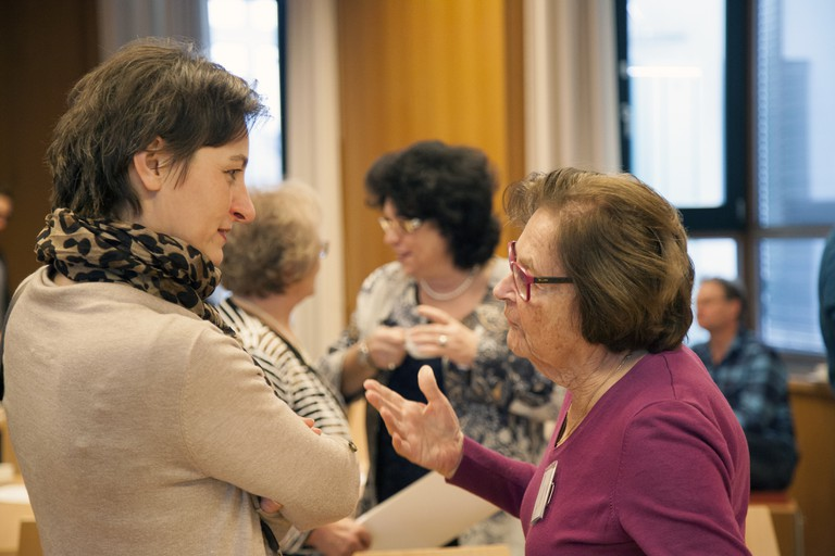 Überlebende des Holocaust im Gespräch mit PädagogInnen.