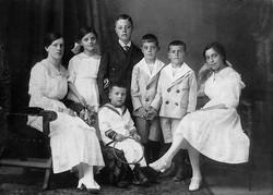 Judenverfolgung: Nur Irma Löwy (rechts außen) überlebte (Foto Gerta Mayer)