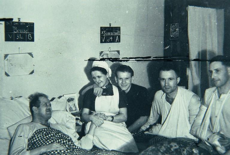 Rudi Oberhauser aus Ellmau überlebte seine Verletzungen im Reservelazarett Biała Podlaska in Polen. (© Chronik Ellmau).jpg