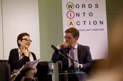 Martina Maschke, Obfrau von _erinnern.at_, spricht mit Patrick Siegele, Anne Frank Zentrum, über die Rolle von Politik und Zivilgesellschaft bei der Prävention von Antisemitismus durch Bildung.