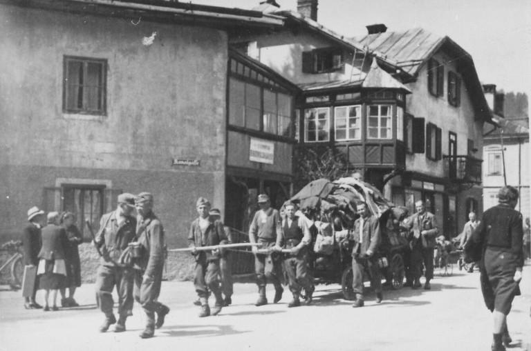 Wehrmacht in Auflösung, Kitzbühel, Mai 1945 (TLA).jpg