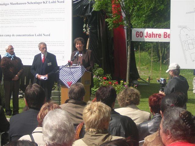 Gedenkveranstaltung 2005: Peter Gstettner mit Innenministerin Liese Prokop