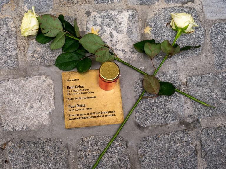 Stein der Erinnerung für Paul und Emil Reiss, Oktober 2019. Foto: Alexander Millecker © Injoest