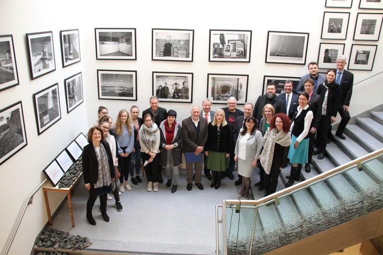SchülerInnen der WIMO Klagenfurt bei der Eröffnung der Ausstellung