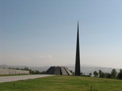 Gedenkkomplex mit Museum in Jerewan (Foto: CC BY-SA 3.0 Hanay)