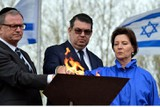 """""""Marsch der Lebenden"""": Bundesministerin Heinisch-Hosek gedenkt in Auschwitz-Birkenau der Opfer des Holocaust"""